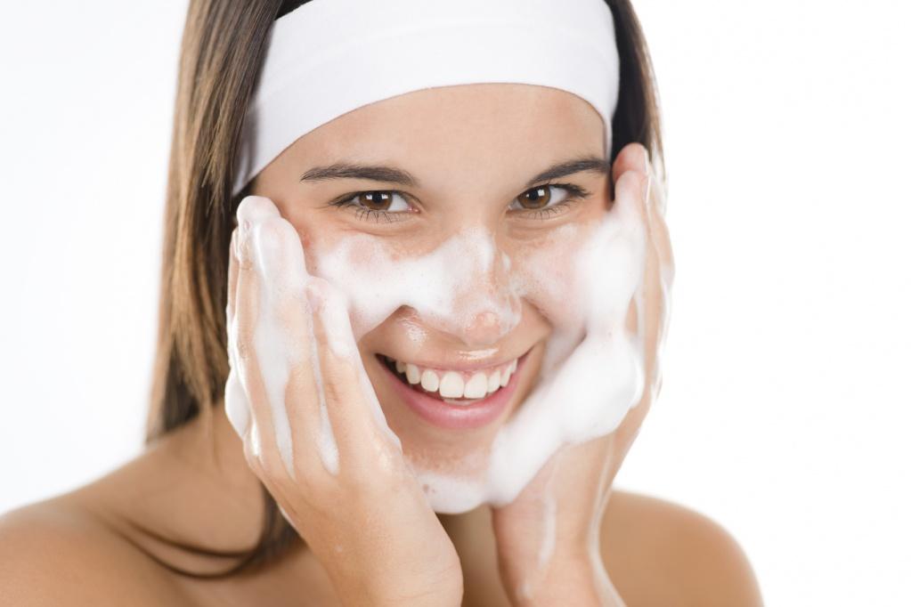 Косметические средства для ухода за кожей в летний период